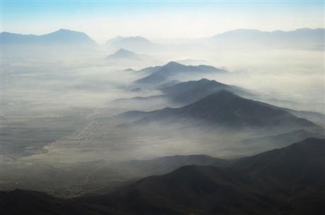 Vùng đồng bằng của thủ đô Kabul chìm trong màn sương. Trong mười năm qua, dân số thủ đô tăng từ 1 triệu dân đến 5 triệu dân