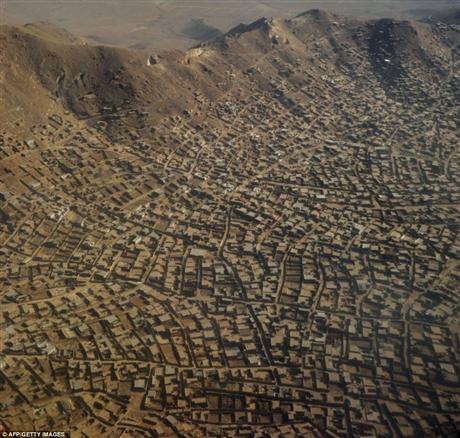 Có thể nói cuộc sống của người dân Afghanistan nói chung và người dân thủ đô Kabul nói riêng đang gặp nhiều khó khăn và nguy cơ còn gặp khó khăn hơn vào năm 2014, khi liên quân do NATO đứng đầu rút khỏi nước này