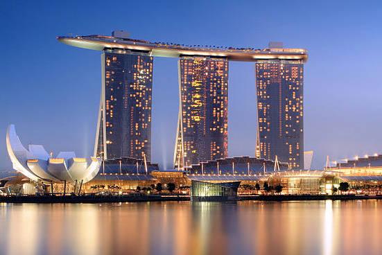 Khung cảnh về đêm của Marina Bay Sands.