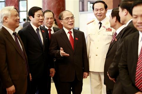 Chủ tịch Quốc hội Nguyễn Sinh Hùng cùng các đại biểu dự kỳ hợp thứ 4, Quốc hội khóa XIII