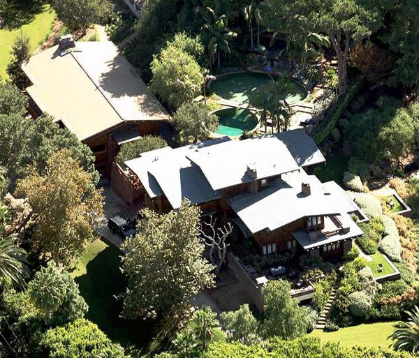 Angelina Jolie và Brad Pitt sở hữu một biệt thự rộng lớn ở Los Angeles.