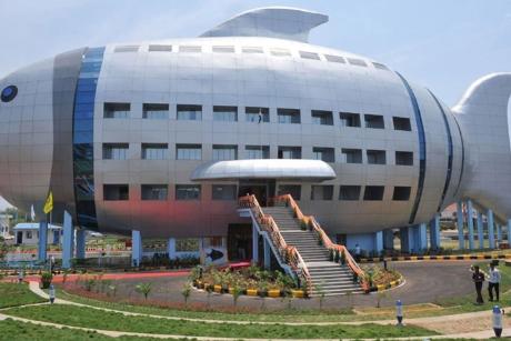 Tòa nhà hình con cá chính là trụ sở của tổ chức xúc tiến thủy sản tại Ấn Độ. Tòa nhà vừa khai trương năm nay và thu hút sự chú ý của rất nhiều người qua đường