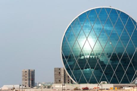 Tòa nhà cao 23 tầng với mái vòm là trụ sở của công ty đầu tư và phát triển bất động sản  Abu Dhabi, tiểu vương quốc Ả Rập. Tòa nhà hình tròn này có 23 tầng với không gian văn phòng, quán cà phê, phòng tập thể dục…