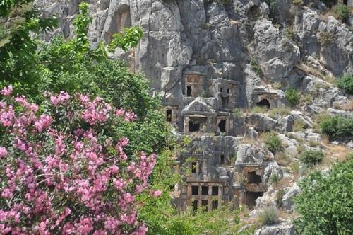 Khám phá những ngôi mộ cổ ở Myra