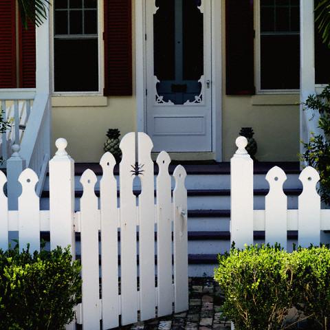 Cổng rào trắng bản nhỏ