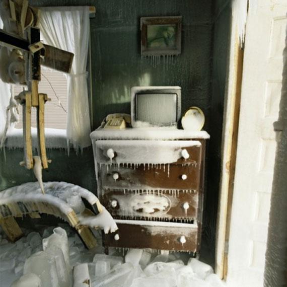 Lạnh tê tái trong căn nhà đóng băng