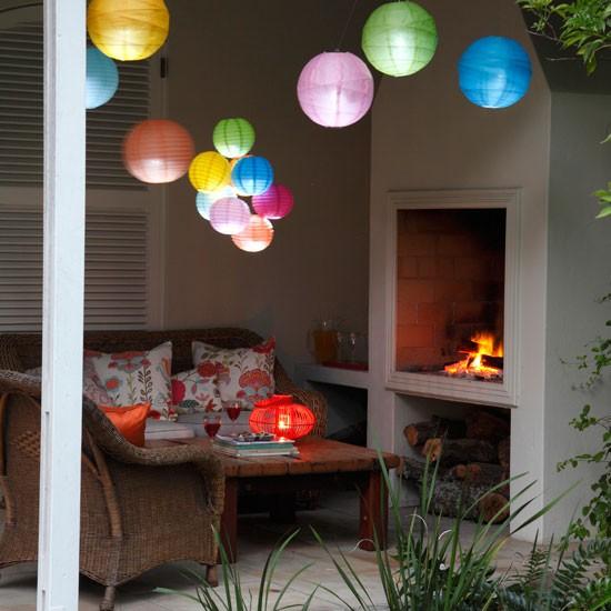 Nhà ngập sắc màu với đèn lồng Trung Thu