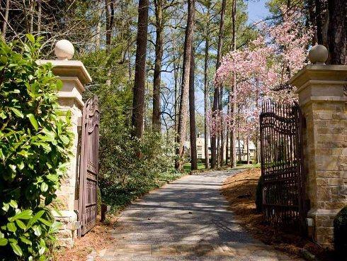Cổng vào Tuxedo Park.