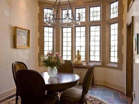 Một số căn phòng mang lại cho bạn cảm giác đang ở trong lâu đài cổ kính.